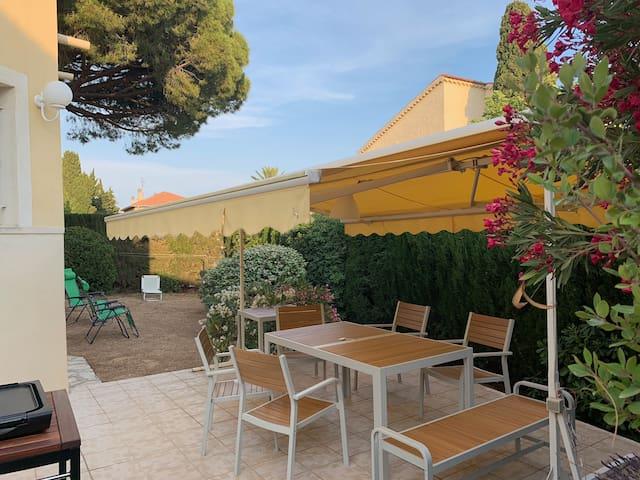 Belle villa avec jardin  proche plage et centre