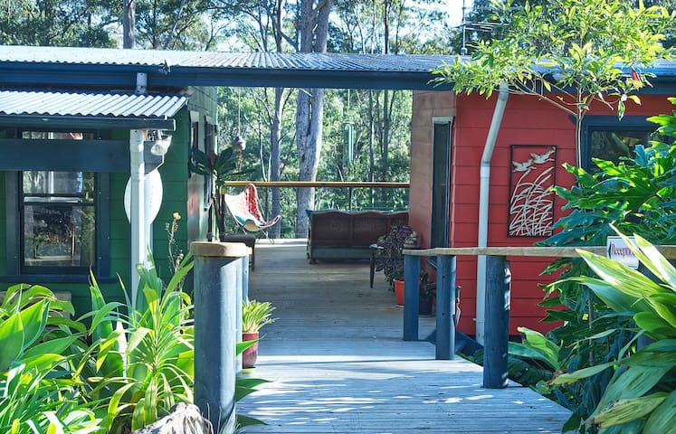 Birdsong Cottage, Bermagui. The peace of the bush.