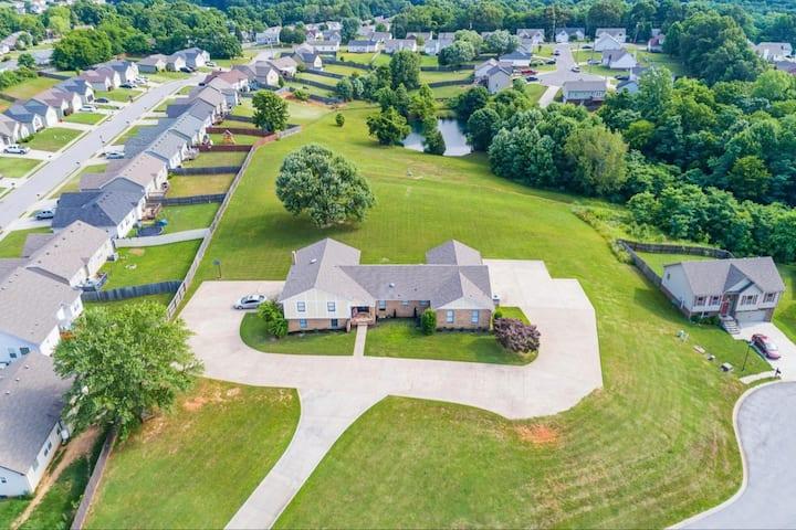 The Magnolia Suite at Hilltop Acres - Clarksville
