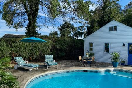 The Cabana, Pool & 1 mile to N. Bath Beach