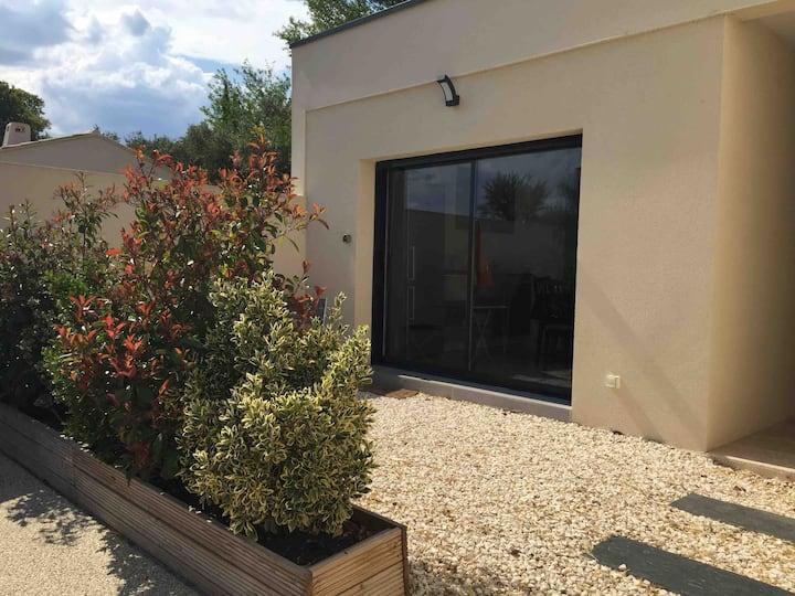 Studio moderne et calme proche d'Avignon