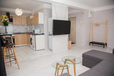 2 Rooms Luxury Apartment on Shkilna 34 Street