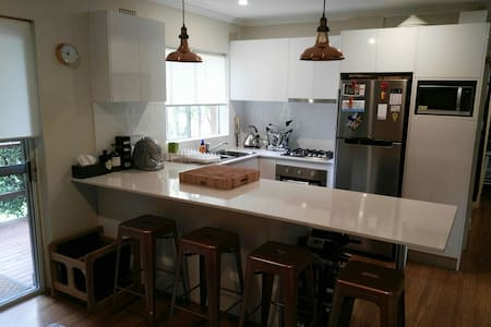 Chic Sun drenched 1 bed Apartment - Manly Vale