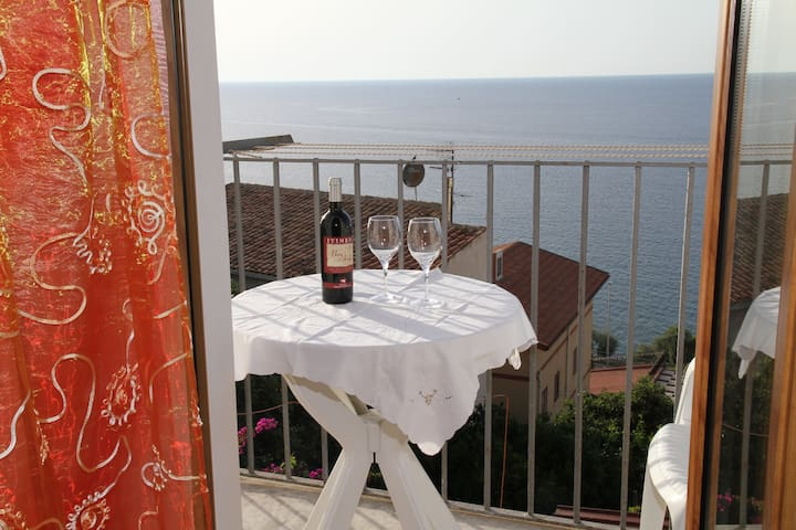 Dea del Borgo Holiday House con vista mare