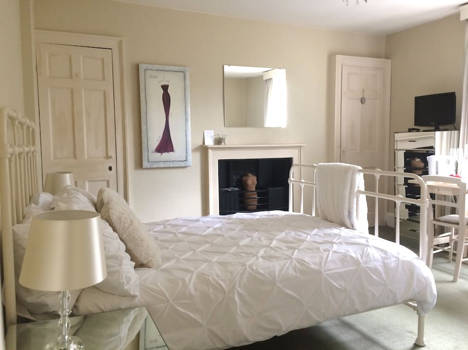 Bedroom -Double bed,in a lovely bright,airy room.