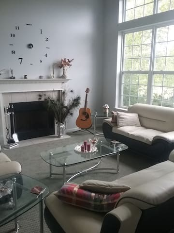 Newly Renovated, Quiet and Cozy Home