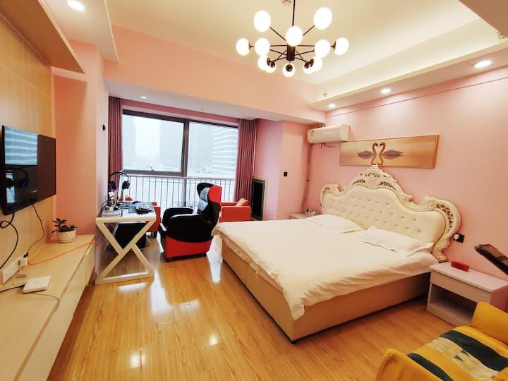 高端电竞单机吃鸡房 16G 1660 32曲屏,乳胶床垫,超现声控房间,万达购物广场正对面918