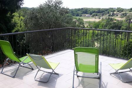 Spacious rural apartment, near Orvieto and Bolsena