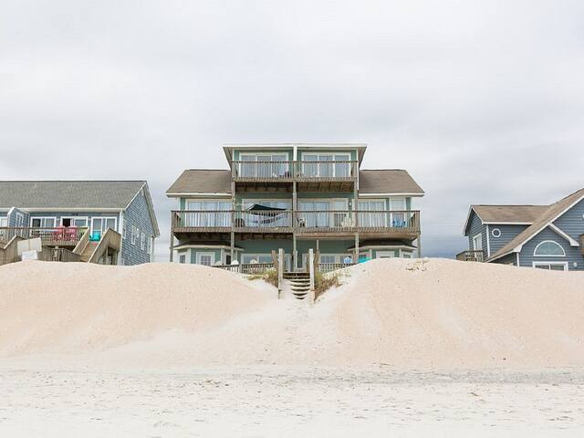 Beautiful 5 BR/3BA Beachfront Home- Sleeps 16 - North Topsail Beach