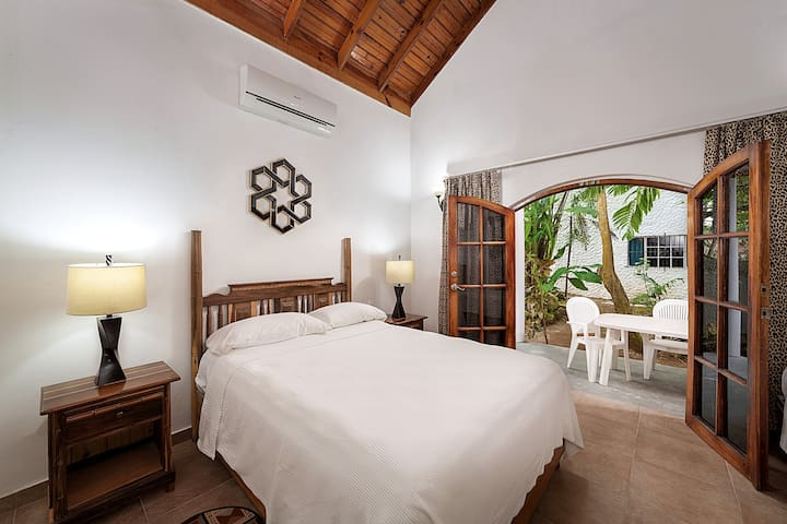 Lower Jungle House Bed I