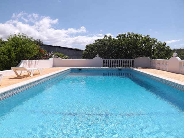 COZY HOUSE Private Pool - 2 rooms!!! Albufeira - อัลบูเฟรา - บ้าน
