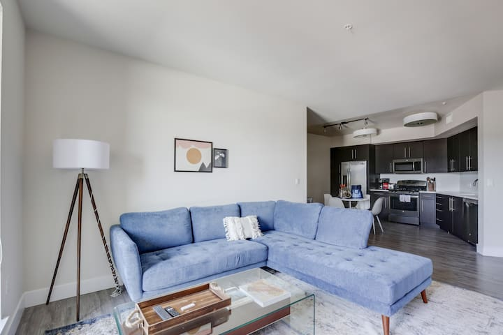 Modern Redwood City 2BR with Great Amenities
