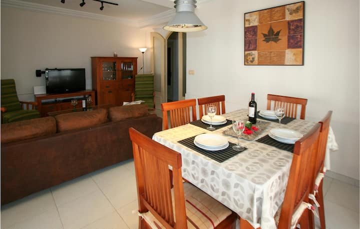 Nice apartment in Guardamar del Segura with WiFi and 3 Bedrooms
