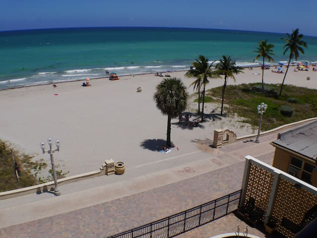 Oceanfront Hollywood Beach 1/1