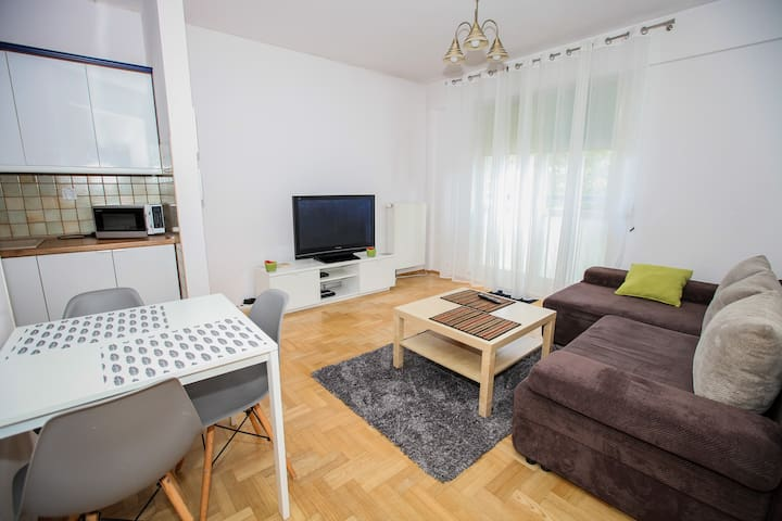 Kabaty Apartment - nice warm flat