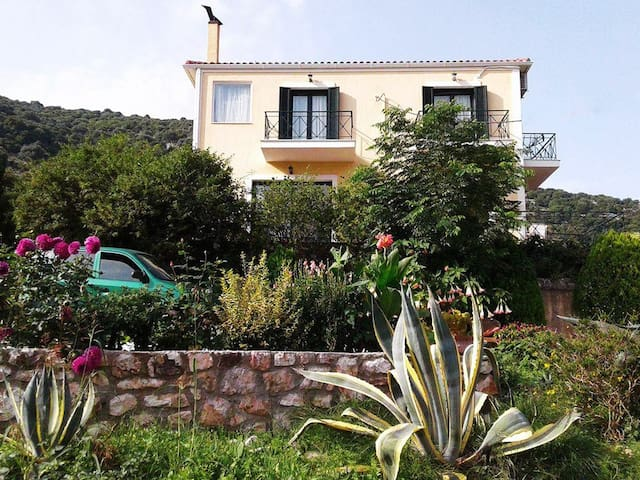 Two floor villa with panoramic view in Agia Efimia - Kefallonia - Villa