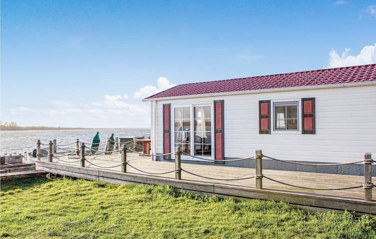 Holiday cottage with 4 bedrooms on 140m² in Lauwersoog