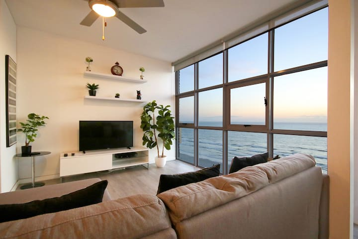 Stylish apartment with 360 Beach & Mountain views