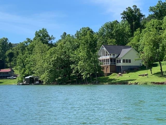 Cherokee Lake getaway, beautiful home, great views