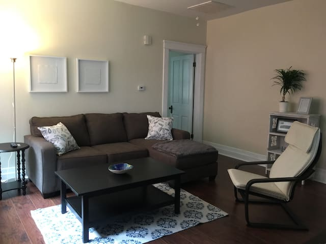 Cozy 1-Bedroom in Covington's MainStrasse Village - Covington - Daire