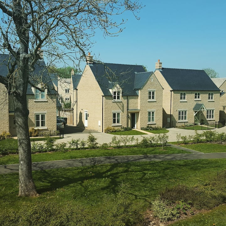 Modern Comfort in Central Cotswolds