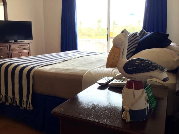 Golf & Beach Resort (1 King Bed room)