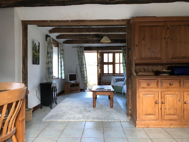 Steyning Cottage - Stunning View & Close to town