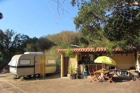 Caravan in de heuvels van Bordeira - Bordeira - Campingvogn