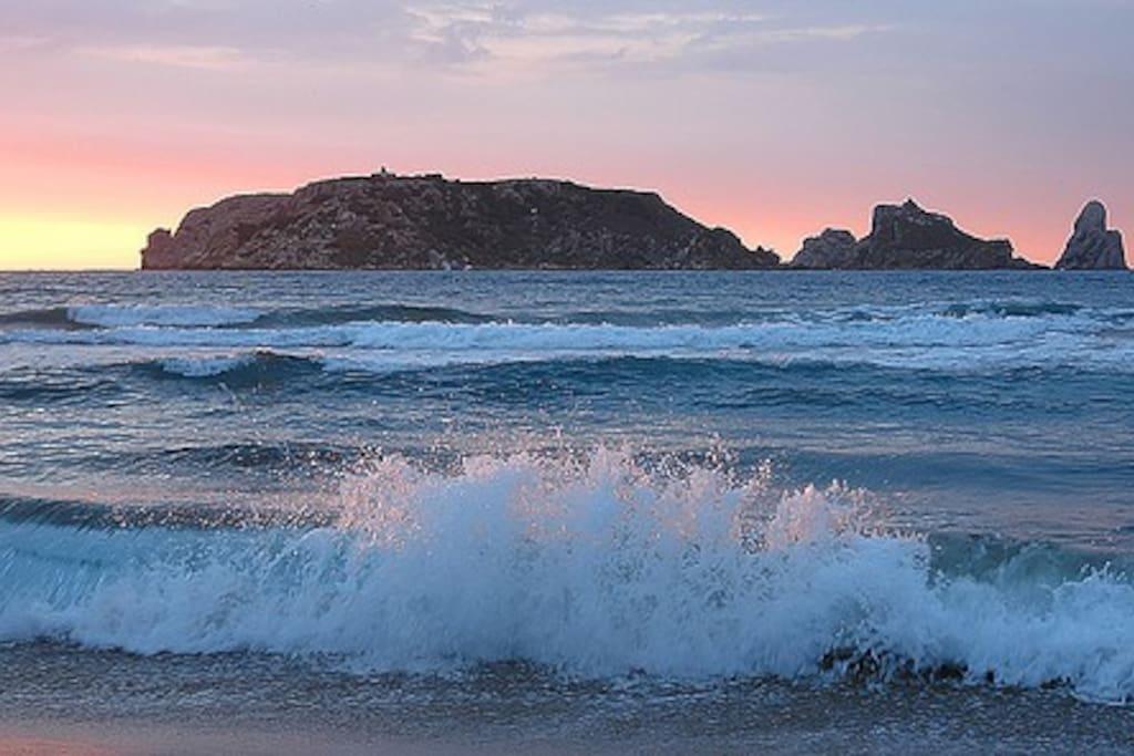 Playa de Estartit  y al fondo Islas Medas