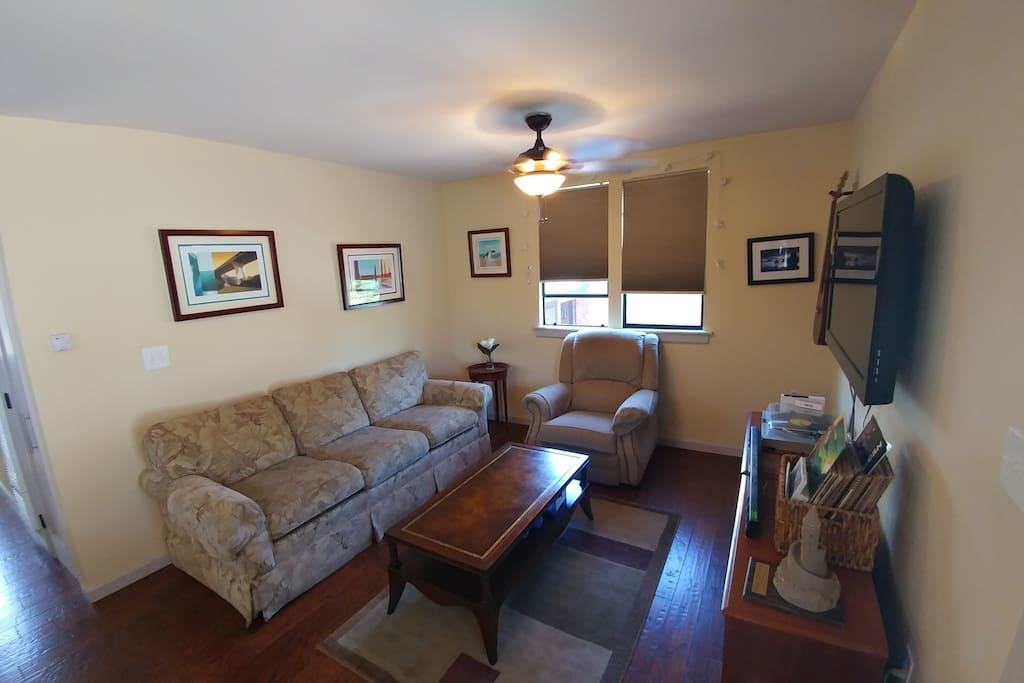 the living room redwood city 1 br detached in downtown redwood city pensione in 21211