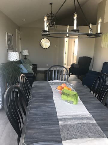 Dining room with ample seating for 6 at the table.