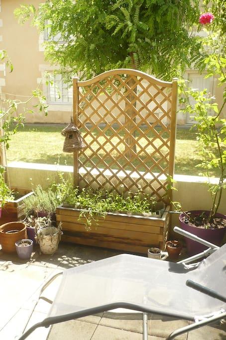 Terrasse privative avec vue sur jardin intérieur