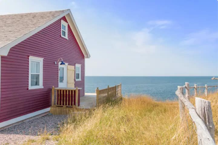 Cottage By the Sea  - Caplin Cove Cottage Red