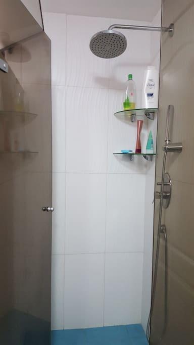 Ducha del baño, siempre muy limpia