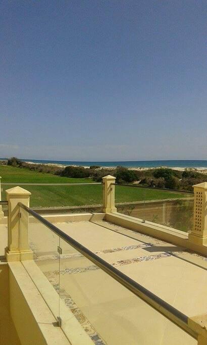 une maison de charme,pied dans l'eau,près de la plus belle plage de la Tunisie.avec un climat magnifique