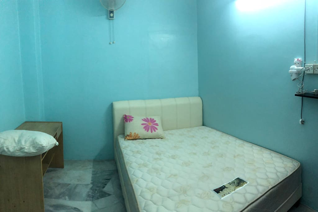 Bed room with good quality bed sheet, air-con and fan along!