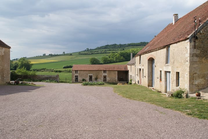 La Tour de Giry grand gîte