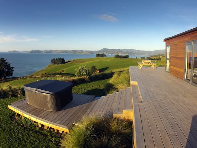 A stylish kiwi home in a movie like setting.