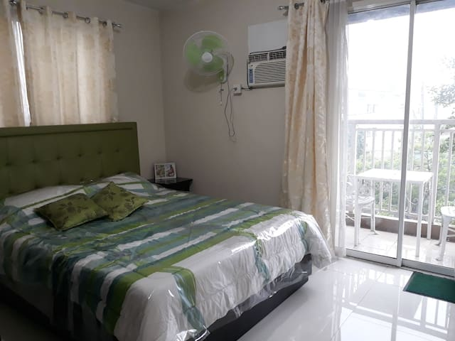 1 Bedroom Unit with Private Bathroom and Kitchen