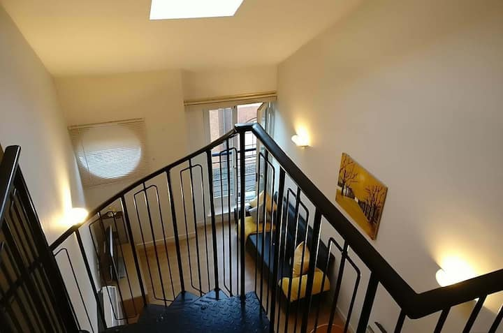 ☆New Spacious Mezzanine-Level Penthouse + Parking☆
