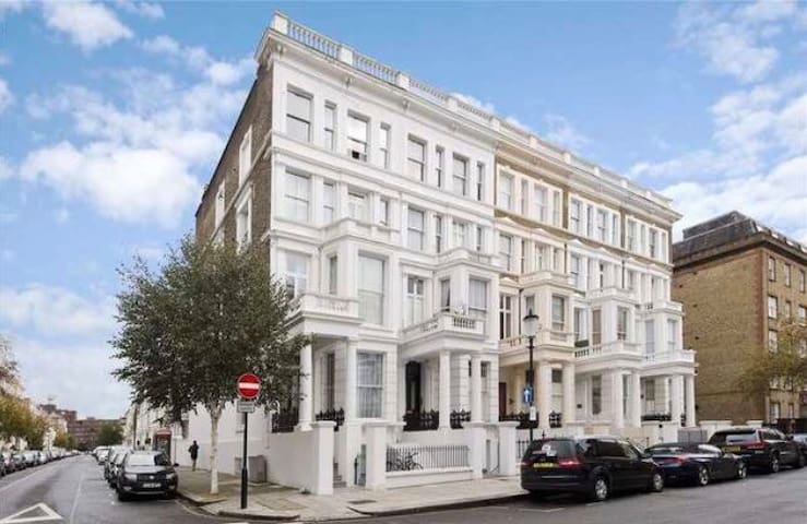 Modern double Zone 1!Close to Chelsea & Oxford St