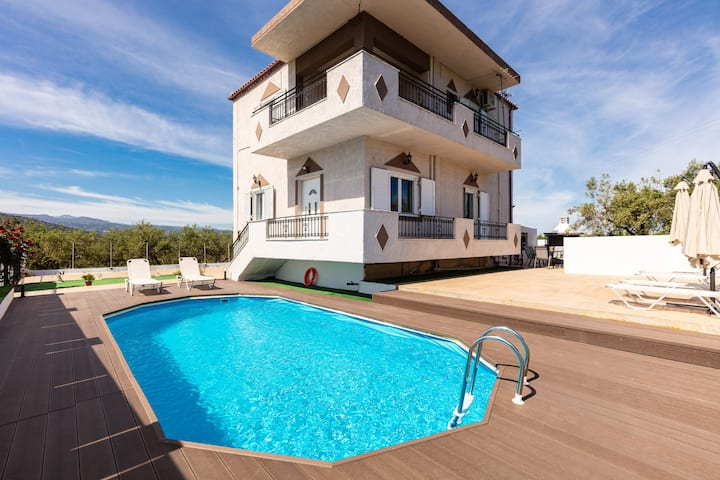 Villa Kounoupas, with pool & views, near the beach
