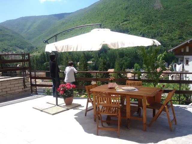 """Casa vacanze """"La Cinciallegra"""" nei Monti Sibillini - Visso - Apartemen"""