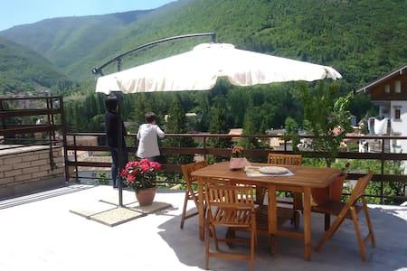 """Casa vacanze """"La Cinciallegra"""" nei Monti Sibillini - Visso - Wohnung"""