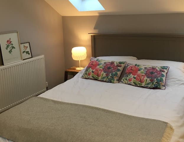 Lovely eaves room in cheerful house - Ipswich