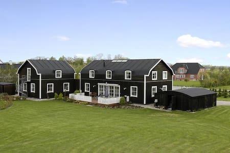 "Dream House - spa and ""vildmarksbad"" in garden"