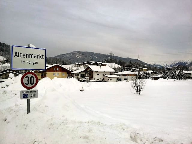 A high-quality furnished Penthouse-Apartment - Altenmarkt im Pongau - Apartemen