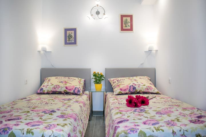 Cosy apartment D&T at West coast of Split center