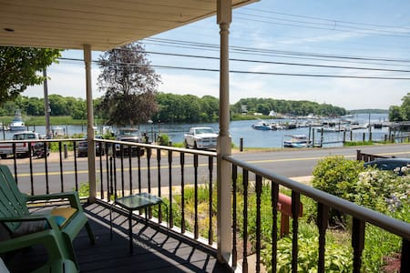 Spacious Riverfront Getaway⛵️Porch, Patio, Relax!!