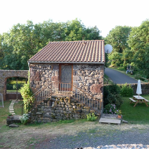 "The tiny house / La petite maison ""La Bergerie"""